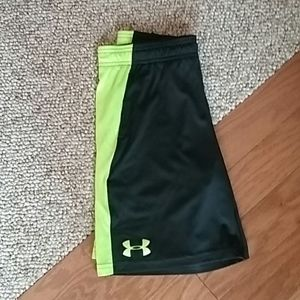 Black/Yellow Youth Under Armour Shorts sz Small